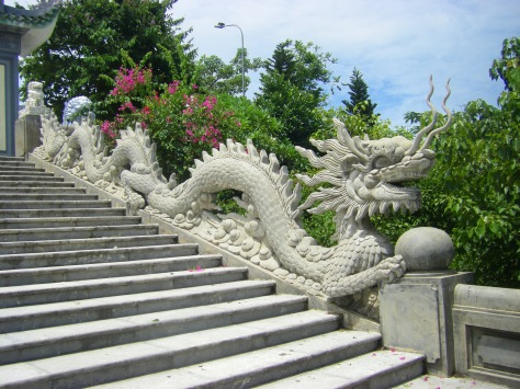 Dragon at Lady Buddha